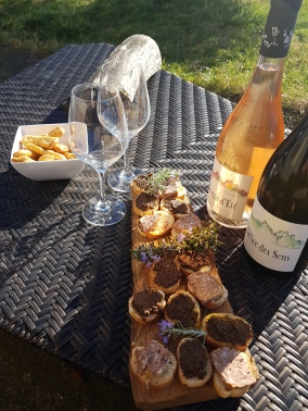 Produits du terroir, tapenades, pâtés et vins