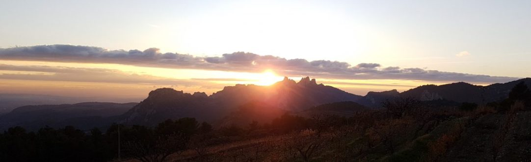 Apéro Sunset coucher du soleil sur les Dentelles