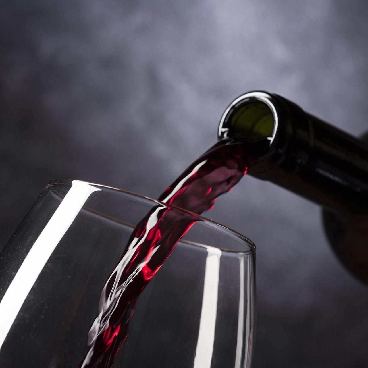 Visite de cave Balade dans le vignoble Expérience oenologique Expérience Vin en Provence Expérience vin en Provence Découverte du vin avec un guide Oenotourisme Activité et loisir autour du vin Dentelles de Montmirail Mont Ventoux